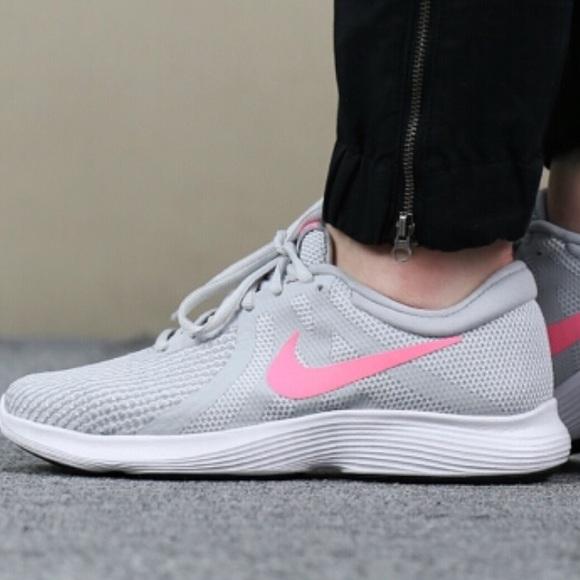 bb8f02b28da6 Nike Revolution 4 Women s Running Shoes size 7.5. M 5b94383daa87704d41683eb1